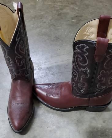 Photo Cowboy Boots Western Leather - $30 (Dutton)