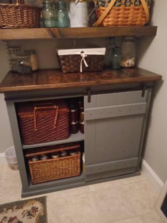 Photo Farmhouse Sliding Barn Door Console Cabinet TV Stand - $300 (Chatsworth)