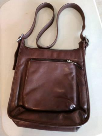 Photo Fossil Leather Shoulder Bag - $20 (Boyds Creek Area)
