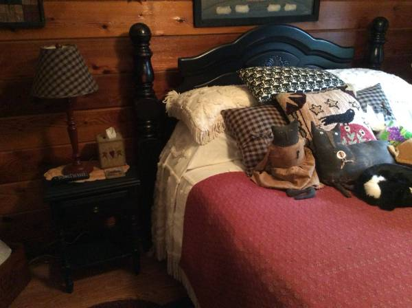 Photo Four post bed and nightstand. - $250 (Murphy, NC)
