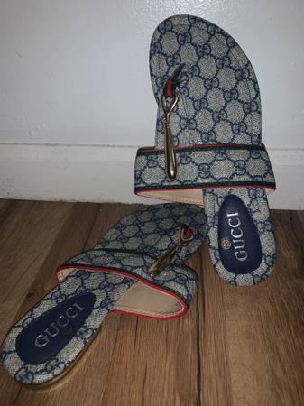 Photo Gucci Womens Thong Sandals - $700 (Stone Mountain)