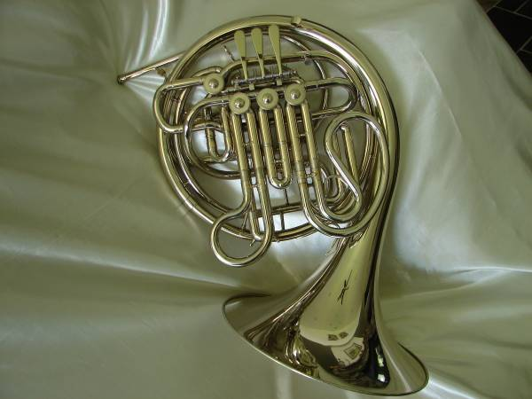 Photo HOLTON FARKAS DOUBLE  FRENCH HORN  H379 --NICKEL SILVER - $1950 (Andrews, NC)