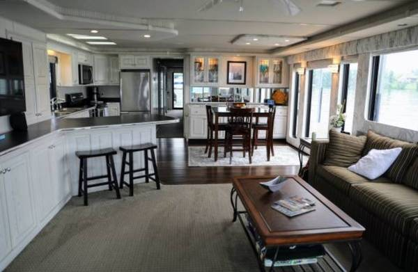 Photo Houseboat Rental for short term rental 3-6months