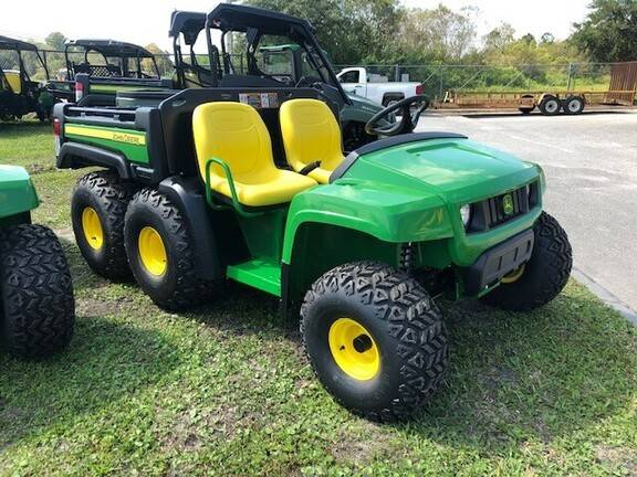 Photo JOHN DEERE GATOR 6X4 - $14,999 (CENTRE)