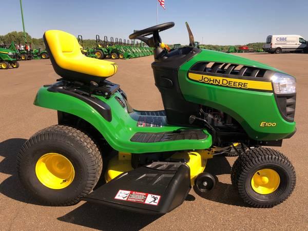 Photo John Deere E100 Lawn Tractor - $1,599 (Jasper, Ga)