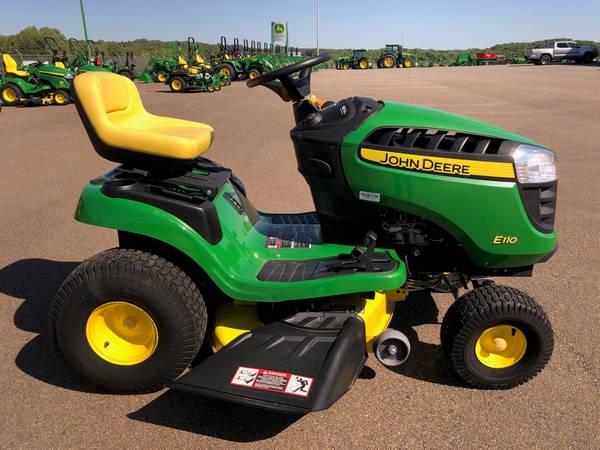 Photo John Deere E110 Lawn Tractor - $1,799 (Jasper, Ga)