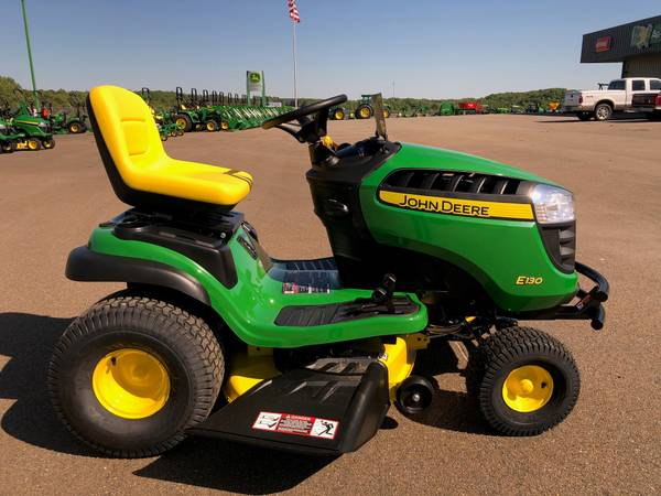 Photo John Deere E130 Lawn Tractor - $1,999 (Jasper, Ga)