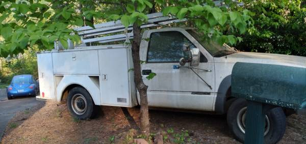 Photo K3500 Utility Truck with tool boxes and ladder racks - $3500