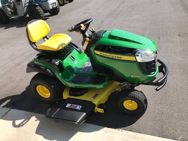 Photo NEW JOHN DEERE S240 RIDING LAWN MOWER - $2,899 (ROME)