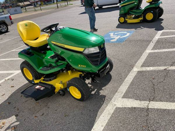 Photo New John Deere X390 Lawn Tractor - $5,699