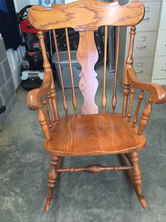 Photo Oak Rocking Chair - $140 (Cave Spring, GA)
