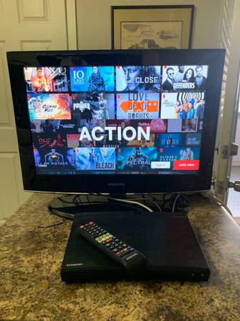 Photo Samsung Streaming Blu-Ray Player with 22 HDTV - $90 (Sandy Springs)