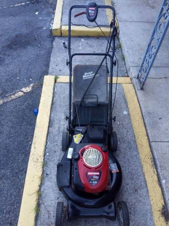 Photo Self-propelled Craftsman lawn mower - $150 (Mount Berry)