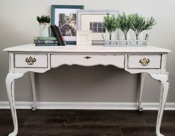 Photo Vintage French Provincial, Shabby Chic, Cottage, Desk, Entryway Table, - $200 (Cartersville)