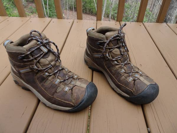 Photo Womens Keen Mid Targhee Hiking Boots Size 9 Good Used Condition Clean - $20 (Dahlonega, GA)