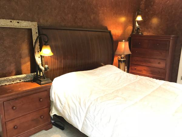 Photo ethan allen bed and 2 pottery barn dressers - $600 (Rome)
