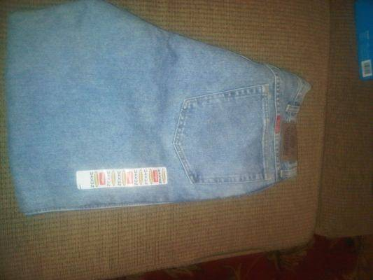 Photo new mens wrangler relaxed fit jeans (size 34 X 32) - $8 (marietta)