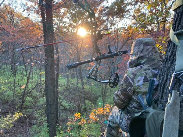 Photo 3 experienced bow hunters looking for deer lease - $20,000 (White Oak)