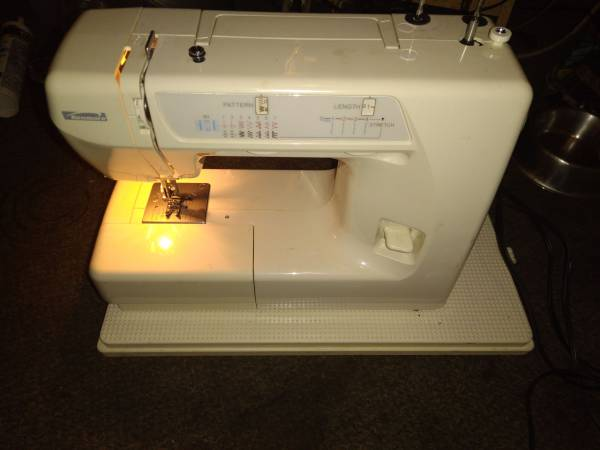 Photo Sears Kenmore Sewing Machine - $100 (Wichita)