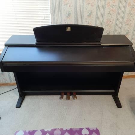 Photo Yamaha clavinova - $700 (East wichita)