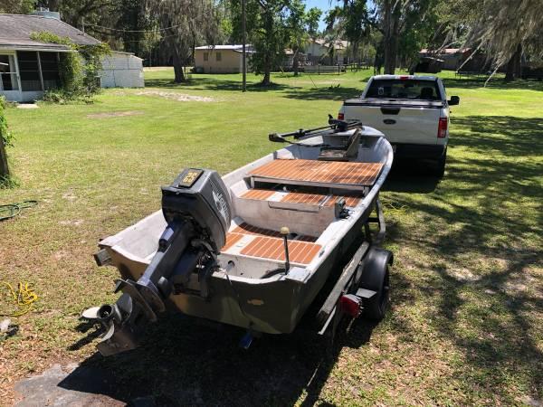 Photo 1439 Jon Boat, Fiberglass V hull  25 hp Motor, Trailer, Trolling Motor - $1,700 (Inverness)