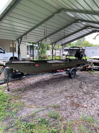 Photo 18 Aluminum Gator Trax Mud or Duck Boat with 35 hp Mudbuddy Angle Drive Motor - $11,500 (Homosassa Springs)