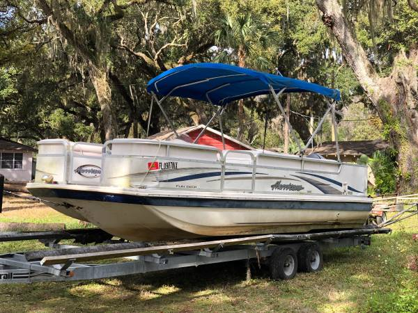 Photo 2005 Hurricane Deck Boat - $9,500 (Tavares)
