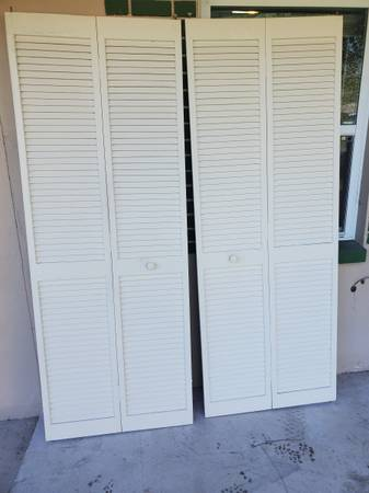 Photo 2 Sets Wood Bi-fold 30 quoteach, Closet  Panty doors, $35 for both Sets - $35 (Beverly Hills)