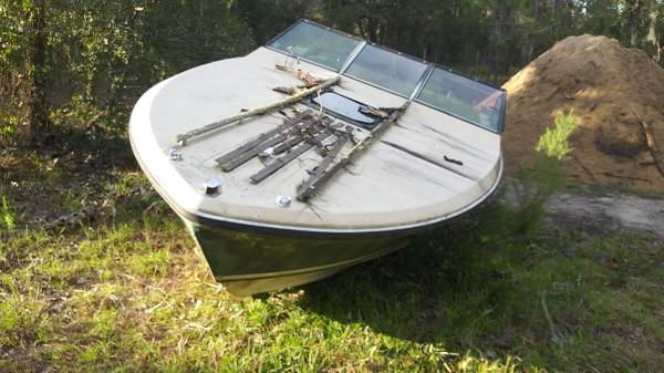 Photo 2 boats with motors and outdrives free (Homosassa)