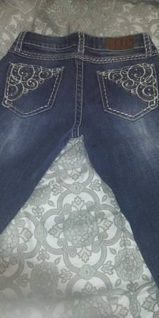 Photo Barley worn miss me jeans and and Harley jacket (Wildwood)