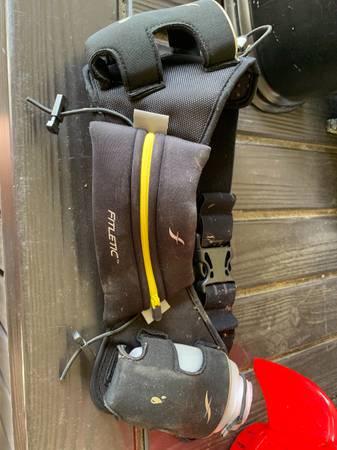 Photo Black Fitketic hydration belt - has 2 water bottle holders  zippered - $12 (Ocala, FL)