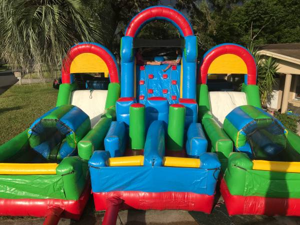 Photo Bounce house - $1,234 (Beverly Hills)