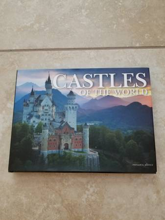 Photo CASTLES OF THE WORLD - PHYLLIS G. JESTICE - BEAUTIFUL COFFEE TABLE BOO - $15 (ST. AUGUSTINE)