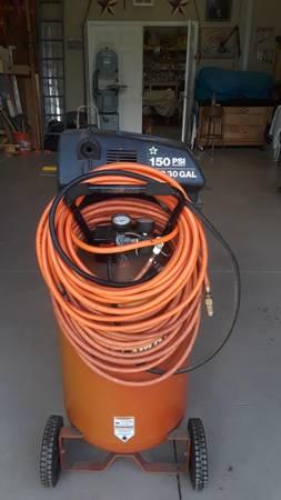 Photo Craftsman 30 Gallon Air Compressor (Pine Ridge, Citrus County)