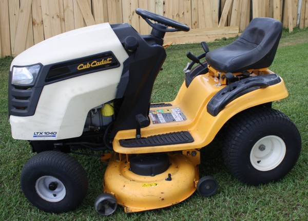 Photo Cub Cadet LTX 1040, automatic, 19 HP Kohler Courage, 42quot deck, rider - $700 (PoincianaKissimmee)