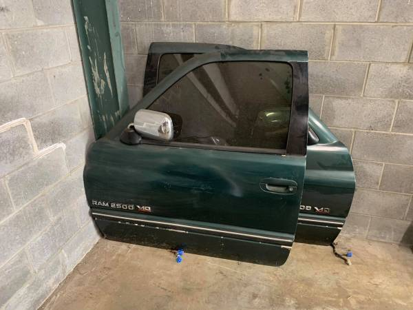 Photo Doors Driver  Passenger 1994 - 1997 Dodge Ram Cummins 150025003500 - $100 (Ocala Fl)