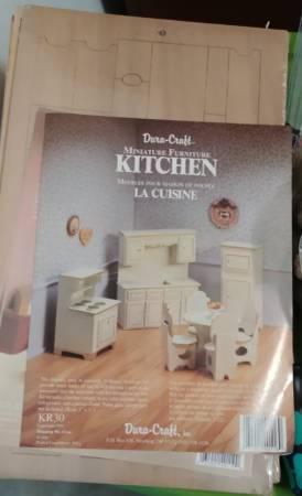 Photo Dura-Craft dollhouse furniture - $5 (Inverness)
