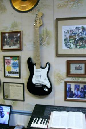 Photo Electric Guitar - Squire Bullet Strat by Fender - $100 (East Silver Springs)