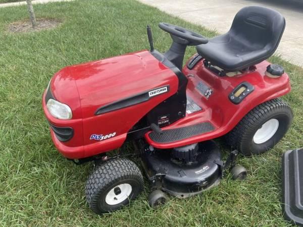 Photo Garden Tractor Craftsman DLT3000 with trailer - $700 (Inglis)