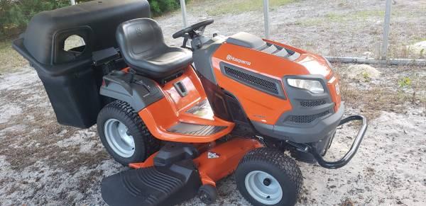 Photo Husqvarna LGT 2654 Garden Tractor - $3,200 (Floral City)