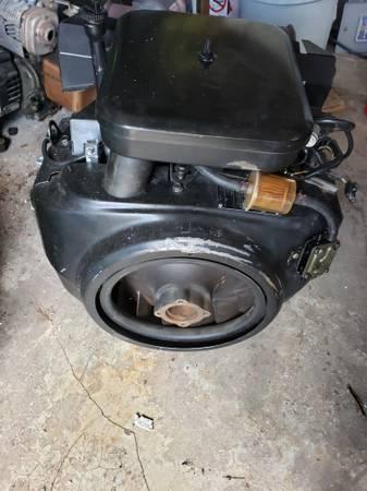 Photo John Deere 318 Onan engine 18HP - $350