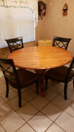 Photo Kitchen or Dining Table (Round) with 4 Chairs - $185 (Inverness)