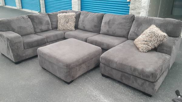 Photo Large wrap-around sectional with ottoman dark Drake fabric - $675 (MARION OAKS)