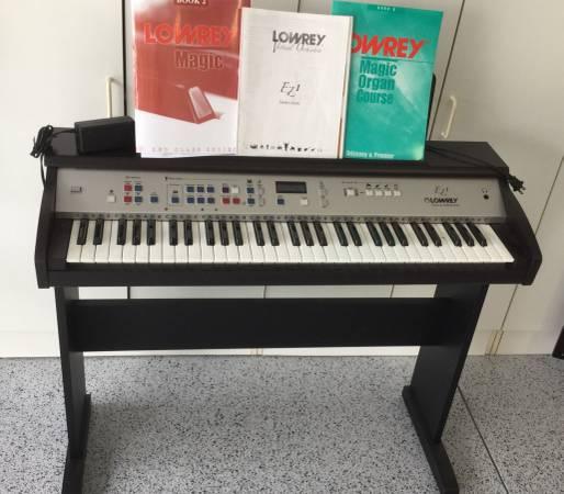 Photo Lowrey EZ1 Virtual Orchestra Organ - $299 (The Villages)