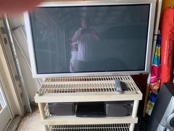 Photo Mitsubishi 50quot TV - $65 (Leesburg)