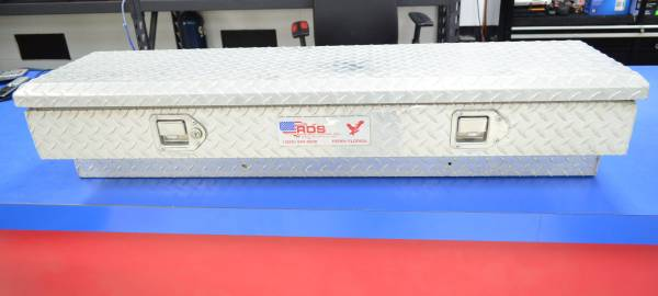 Photo RDS SIDE MOUNT DIAMOND PLATE TRUCK TOOL BOXES WITH KEYS - $209 (SILVER SPRINGS)