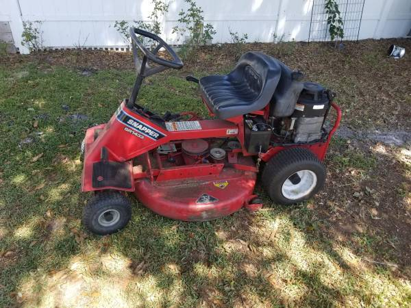 Photo Riding lawn mower 33IN DECK SNAPPER TRADE - $399 (OCALA)