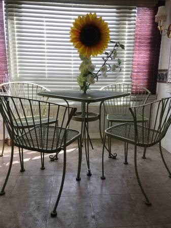 Photo Russell Woodard Pinecrest 5 pc Patio Bristo Vintage Iron set - $300 (Silver springs)