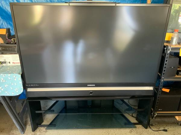 Photo Samsung HL-S6186W 61 DLP HDTV with matching stand and top shelf - $350 (Umatilla)