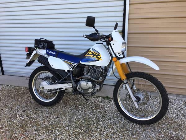 Photo Suzuki DR 200 Street Legal Enduro Dirt Bike Mint Condition 3,600 mile - $2,800 (Englewood)
